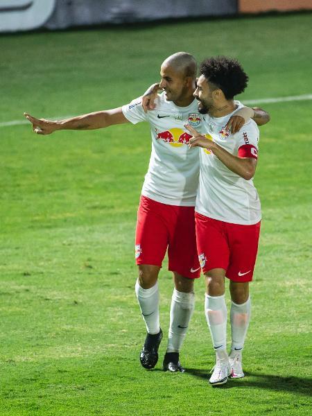 Ytalo e Claudinho comemoram gol do Red Bull Bragantino em jogo contra o Atlético-GO - Diogo Reis/AGIF