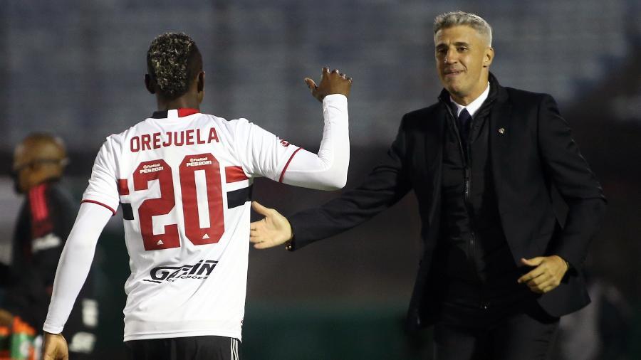 Hernán Crespo comemora com Orejuela gol do São Paulo contra o Rentistas pela Libertadores - Ernesto Ryan/Getty Images