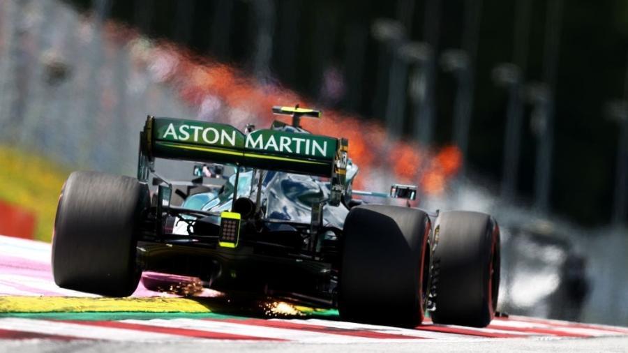 Tetracampeão da Fórmula 1, Sebastian Vettel acelera durante o treino classificatório - Clive Rose/Getty Images