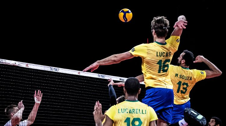 Maurozio Zazza hits the ball in the League of Nations volleyball final between Brazil and Poland - Press Release / FIVB - Press Release / FIVB