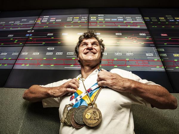 undefined | Ex-nadador olímpico hoje trabalha para o Metrô de SP não atrasar