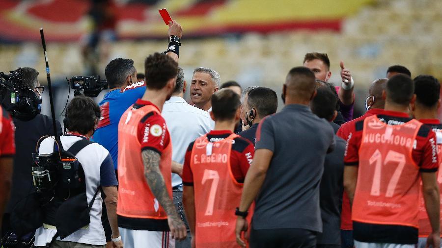 Clássico entre cariocas e paulistas foi marcado também por confusões entre os dois lados - Wagner Meier/Getty Images