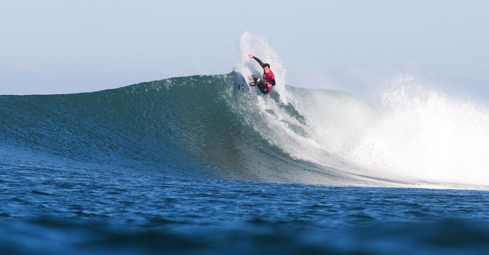 Julian Wilson faz uma acrobacia durante final da etapa sul-africana da Liga Mundial de surfe. O australiano liderava a final contra Mick Fanning quando seu compatriota foi atacado por um tubarão. A prova foi cancelada