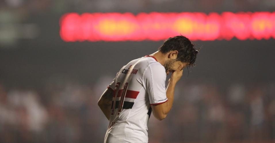 Alexandre Pato lamenta após perder boa oportunidade para o São Paulo