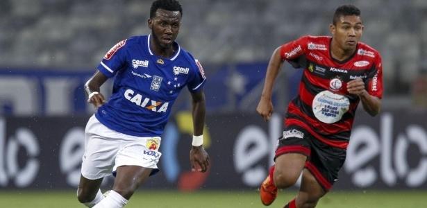 Allano, meia do Cruzeiro em partida contra o Campinense, no Mineirão