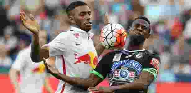Zagueiro brasileiro Paulo Miranda em ação pelo Red Bull Salzburg - SN/Gepa Pictures
