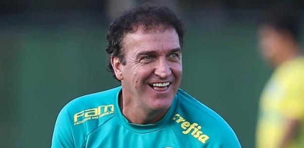 Técnico do Palmeiras tentou de tudo para animar os jogadores no treino desta terça-feira