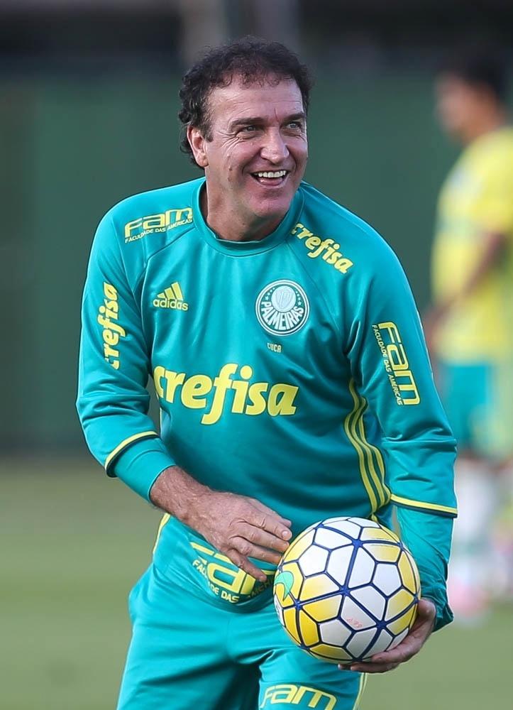 Cuca em treino do Palmeiras na Academia de Futebol