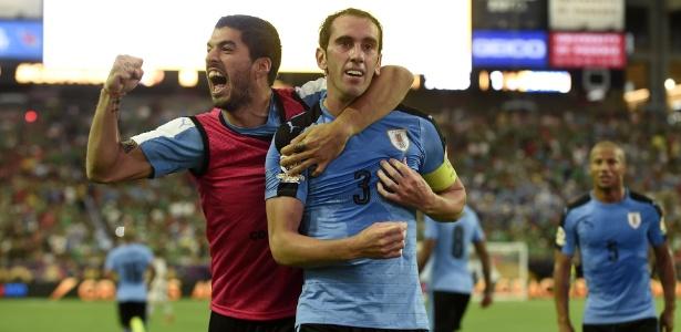 Suárez e Godín são alguns dos atletas que comandam a pressão pela proposta da Nike