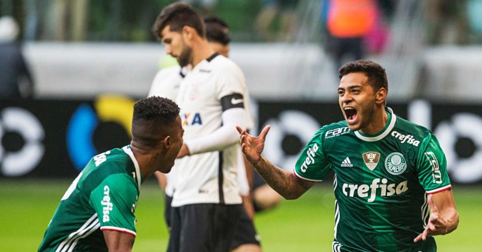 Cleiton Xavier comemora após abrir o placar para o Palmeiras contra o Corinthians pelo Campeonato Brasileiro