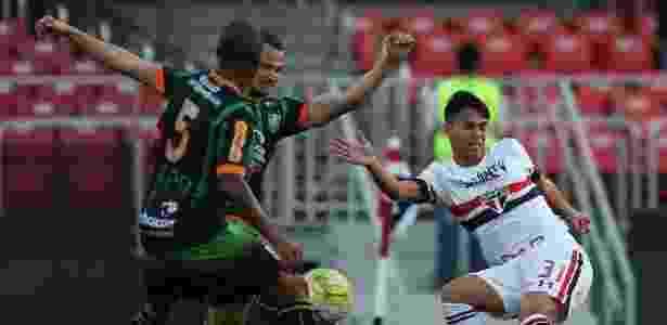 Luiz Araújo é um dos quatro jovens que ainda não vingaram no São Paulo - Rubens Chiri / saopaulofc.net