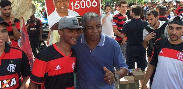 Andrade esteve na festa da torcida no aeroporto Santos Dumont