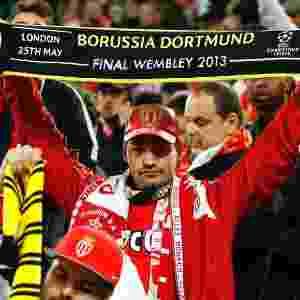 Torcedor do Monaco exibe faixa do Borussia em solidariedade ao rival - AFP / Odd ANDERSEN
