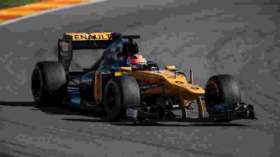 Polonês pode receber primeira oportunidade com um carro da atual temporada - @RenaultSportF1/Twitter