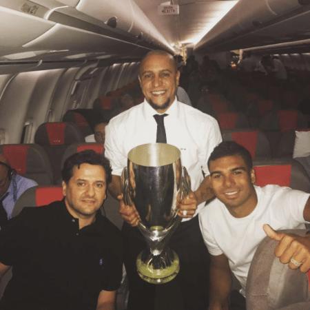 Calafat ao lado de Casemiro e Roberto Carlos, que virou embaixador do Real - Reprodução/Instagram