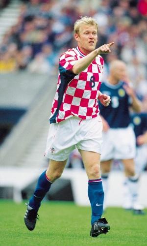 Robert Prosinecki, jogador da Croácia, em ação pela seleção de seu país nas Eiminatórias para a Copa do Mundo de 2002