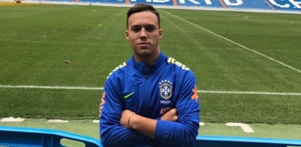 Atacante João Gabriel Peglow, de 16 anos, renovou com o Inter até 2021
