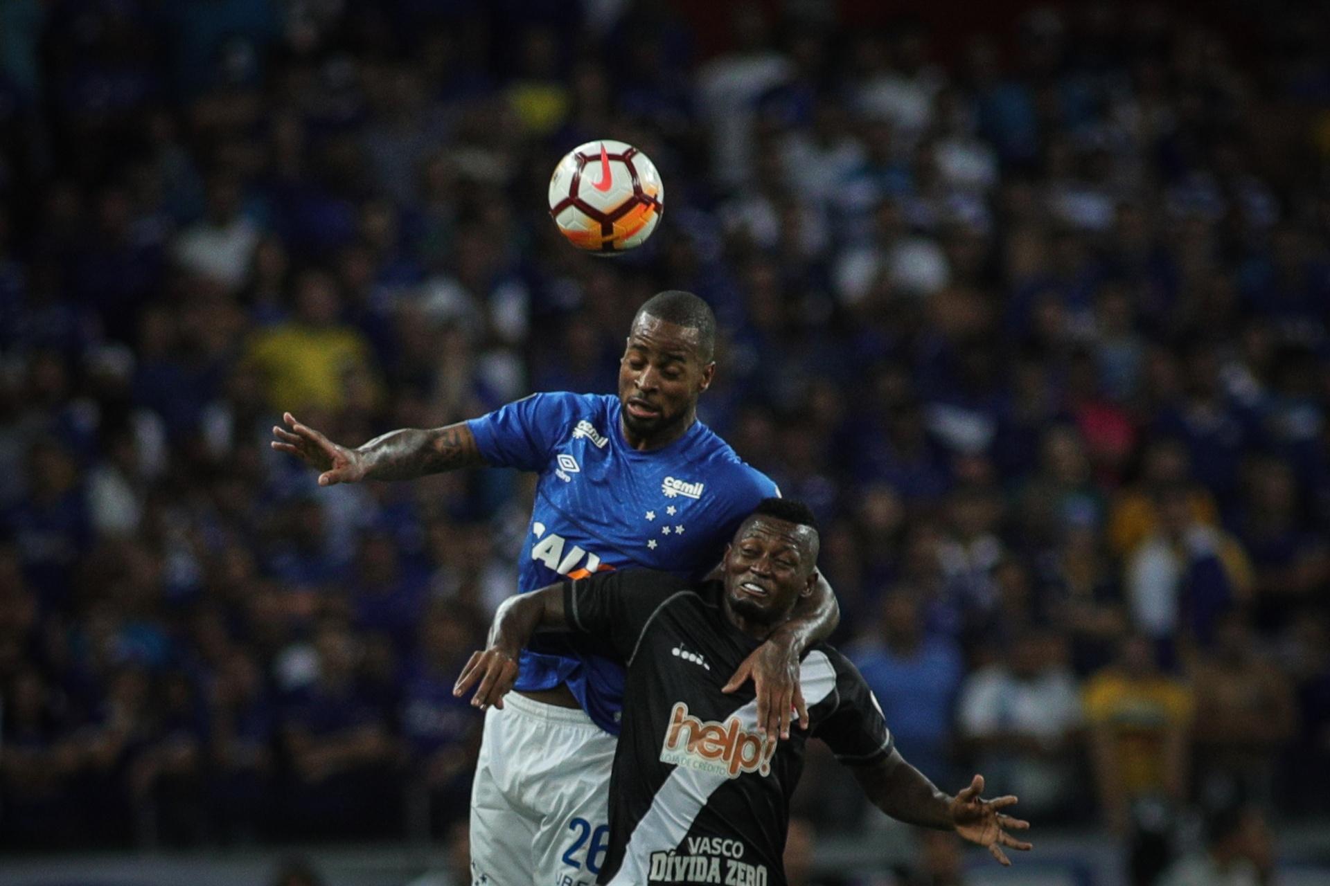 c545bf8619 Cruzeiro segue na lanterna do grupo e Dedé admite momento de pressão -  04 04 2018 - UOL Esporte