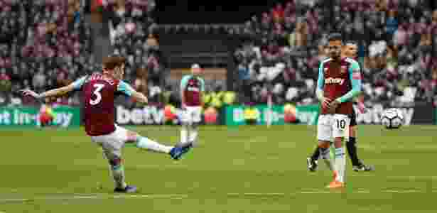 Cresswell faz gol de falta para o West Ham - Reuters/John Sibley - Reuters/John Sibley