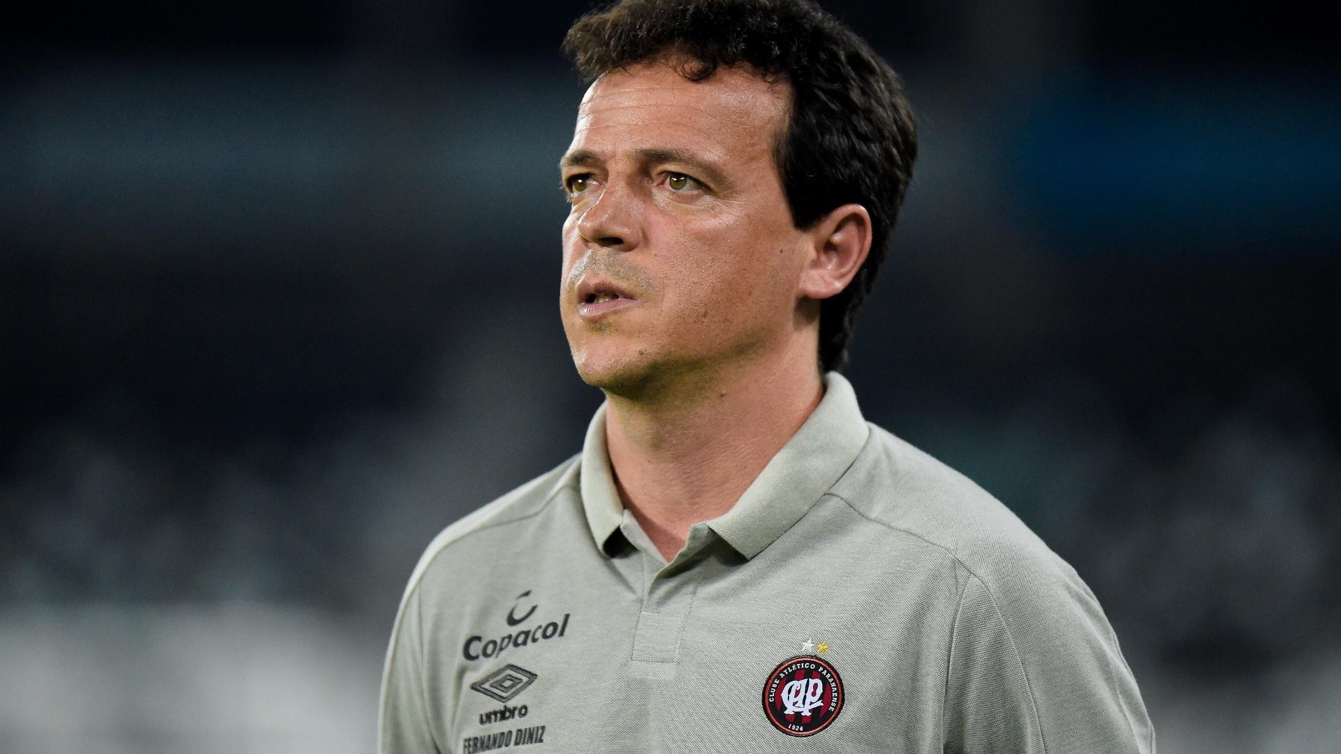 Fernando Diniz, técnico do Atlético-PR, pouco antes do duelo contra o Botafogo pelo Brasileirão