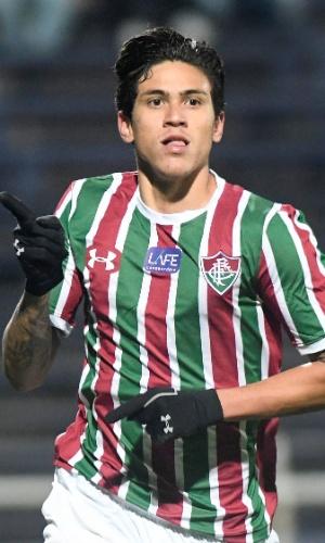O atacante Pedro comemora gol do Fluminense diante do Defensor