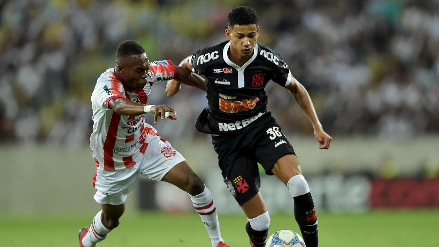 Yaya Banhoro, durante partida entre Vasco e Bangu - Thiago Ribeiro/AGIF
