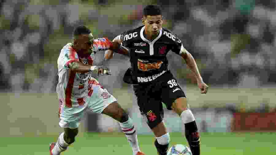 Vasco e Bangu durante duelo válido pelo Campeonato Carioca do ano passado  - Thiago Ribeiro/AGIF