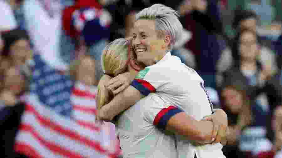 Lindsey Horan e Megan Rapinoe comemoram gol dos Estados Unidos na Copa do Mundo de futebol feminino - Bernadett Szabo/Reuters