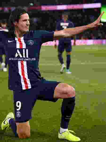 Cavani abriu o placar para o PSG contra o Nîmes - FRANCK FIFE/AFP