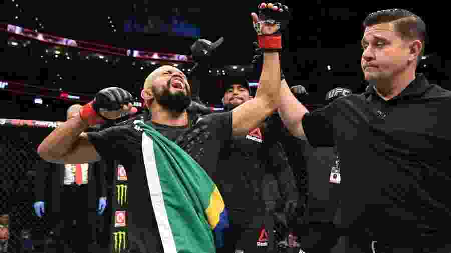 Deiveson Figueiredo na vitória sobre Tim Elliott no UFC Tampa - Divulgação/UFC