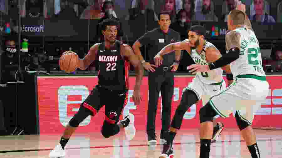 Jimmy Butler durante vitória do Heat sobre o Celtics; jogador fez 22 pontos no duelo - Jesse D. Garrabrant/NBAE via Getty Images
