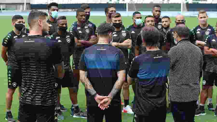 Técnico Ramón Díaz conversa com elenco do Botafogo - Gabriel Baron/Botafogo