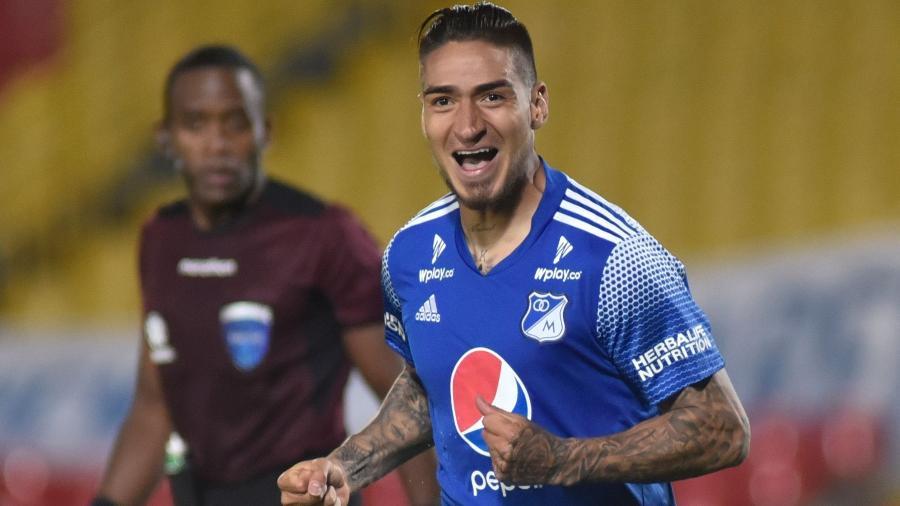Cristian Arango comemora gol do Millonarios contra o Deportivo Cali na Copa Sul-Americana de 2020 - Guillermo Legaria/POOL/AFP