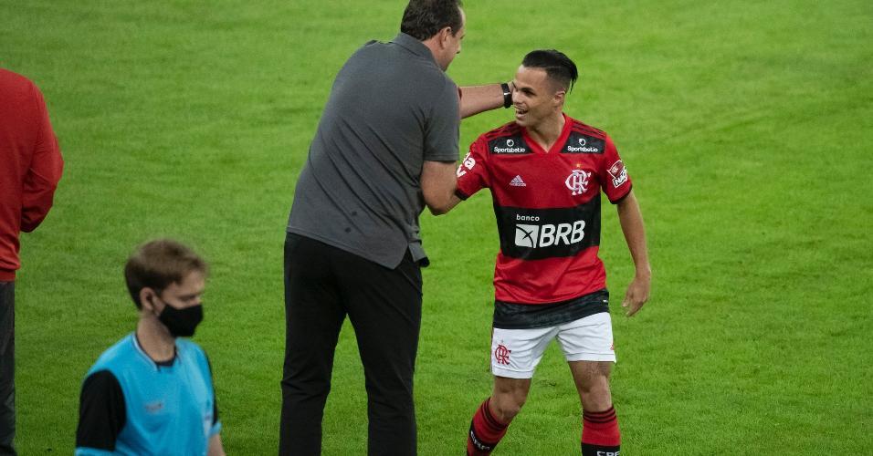 Rogério Ceni e Michael no duelo contra o Volta Redonda, no Maracanã