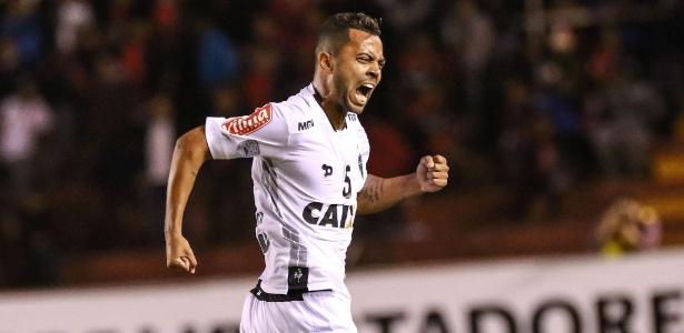 Rafael Carioca está entre os prováveis convocados de Tite para jogo das Eliminatórias da Copa do Mundo de 2018