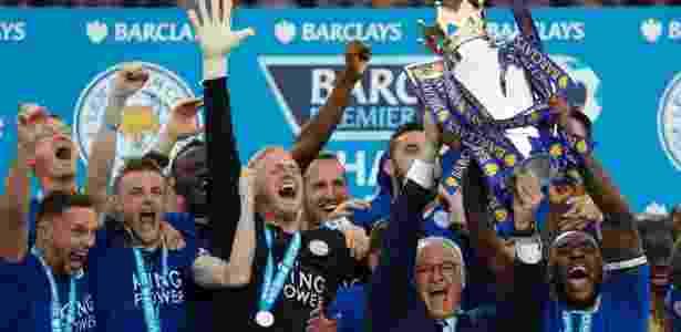 Leicester comemora título inglês: atual campeão tem 3 jogadores que não atenderiam aos critérios para jogar na Premier League caso o Reino Unido saia da União Europeia   - AFP PHOTO / ADRIAN DENNIS