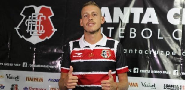 Cruzeiro é o dono dos direitos federativos de Uillian, que está emprestado ao Santa