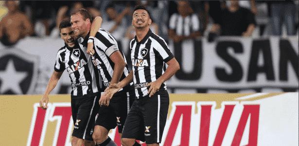 Botafogo já tem time base para 2018 c1eb462f1b337