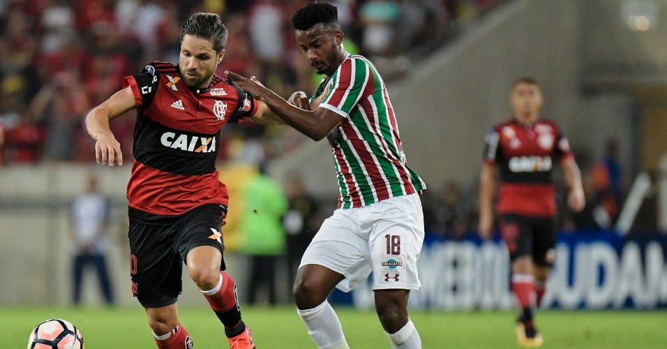 Diego e Orejuela disputam jogada na partida entre Fluminense e Flamengo