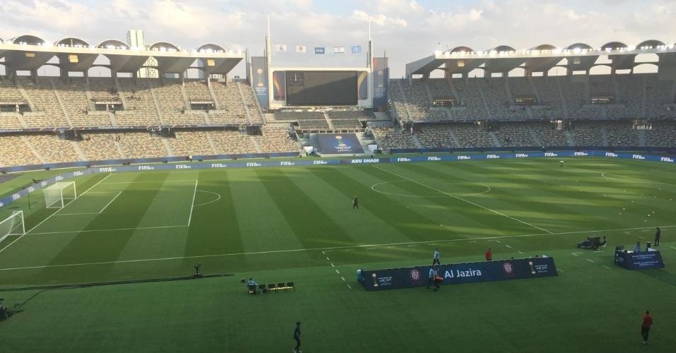 Estadio Zayed Sports City recebe últimos preparativos para a grande final do Mundial de Clubes entre Grêmio e Real Madrid.