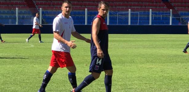 Walter Montillo em ação pelo Tigre durante amistoso contra o Deportivo Morón