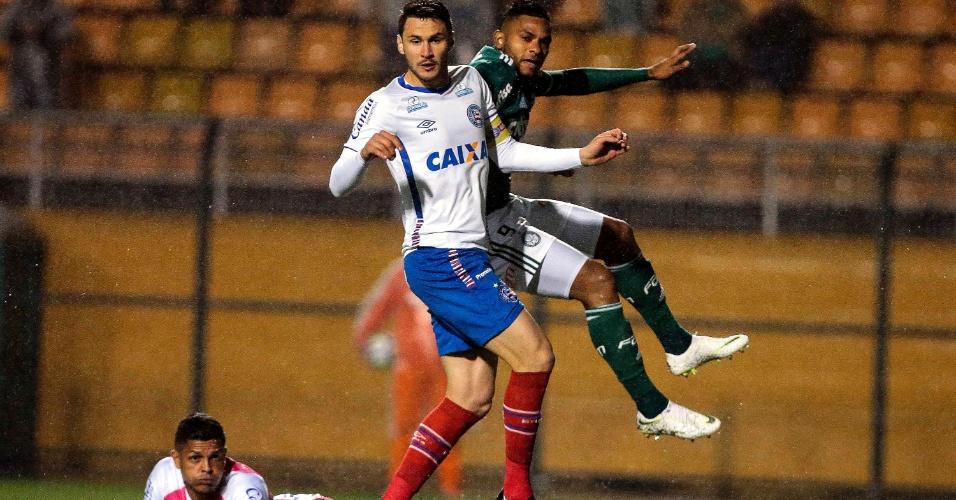 O colombiano Borja erra chute a gol no jogo entre Palmeiras e Bahia