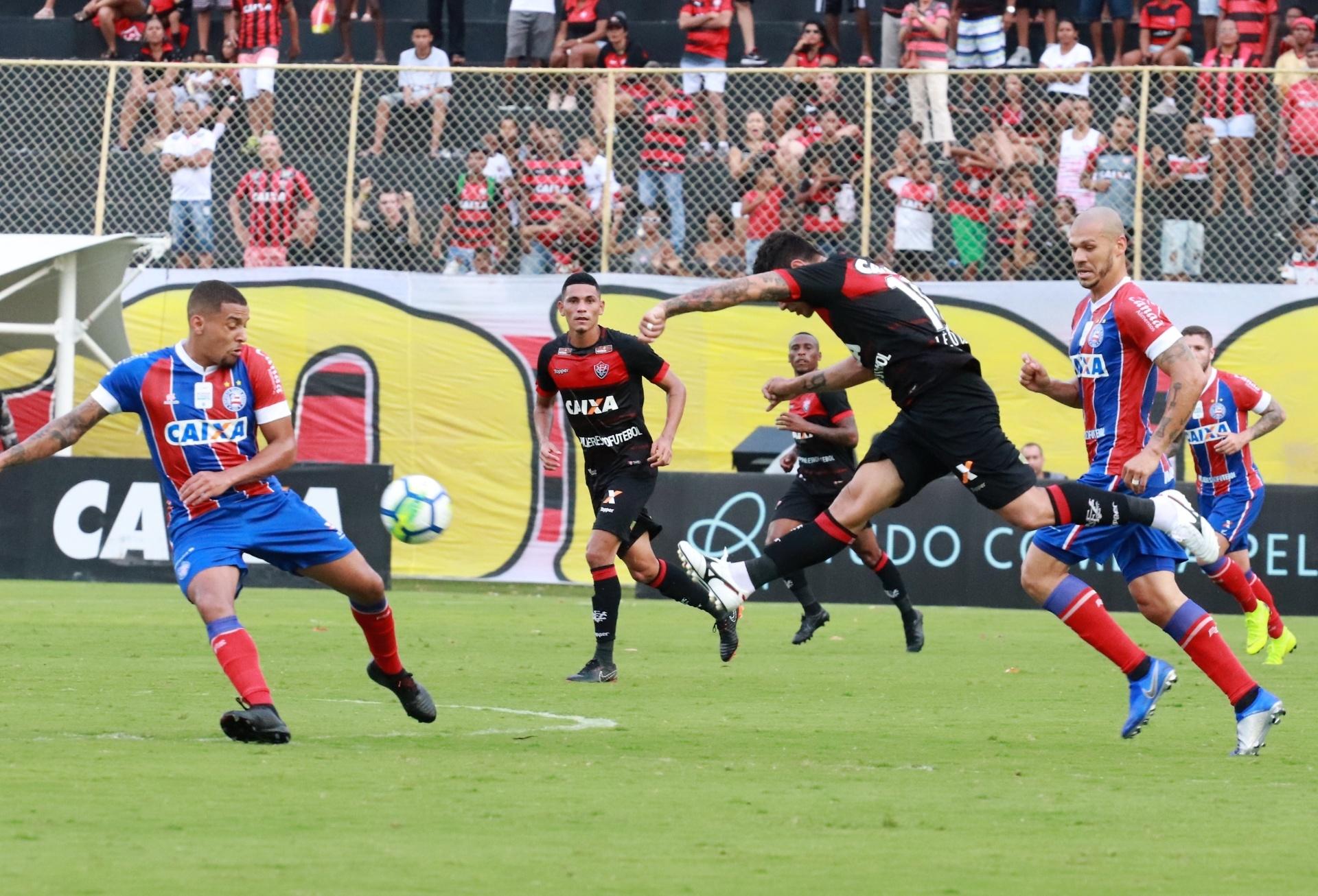 1a6bf1150a549 Vitória cede empate com o Bahia e segue em situação complicada - 11 11 2018  - UOL Esporte