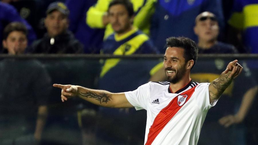Scocco marcou um dos gols da vitória do River sobre o Boca, na Bombonera, pela Superliga Argentina, em setembro - Marcos Brindicci/Reuters