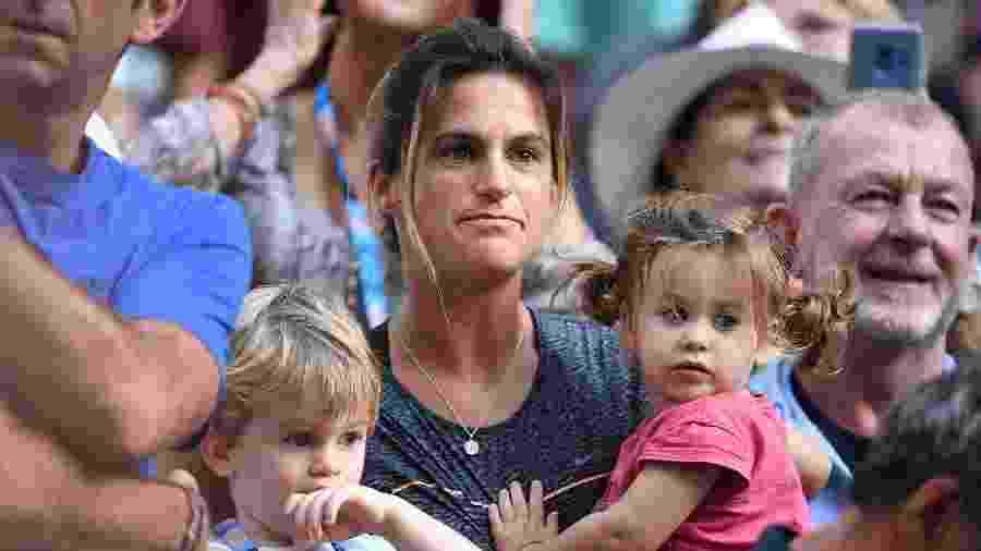 Mauresmo e os filhos acompanham Lucas Pouille no Aberto da Austrália - William WEST / AFP