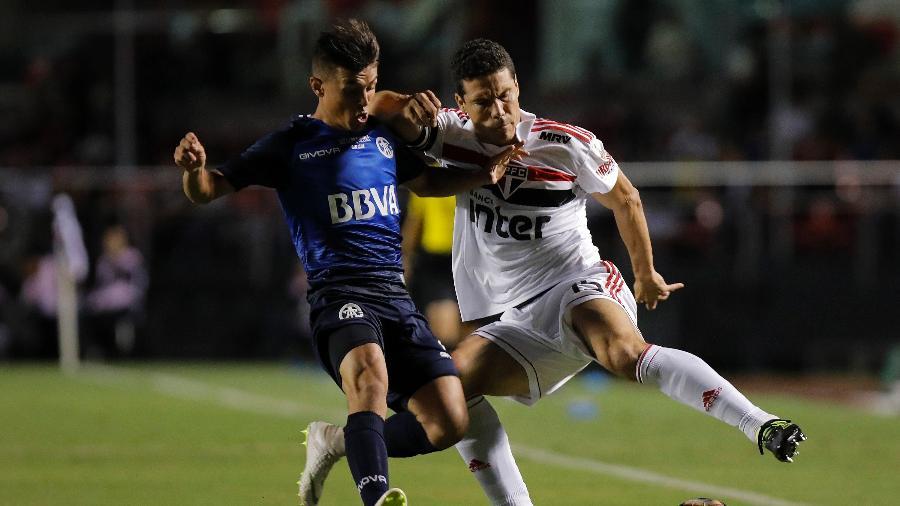 Hernanes, durante partida entre São Paulo e Talleres - Daniel Vorley/AGIF