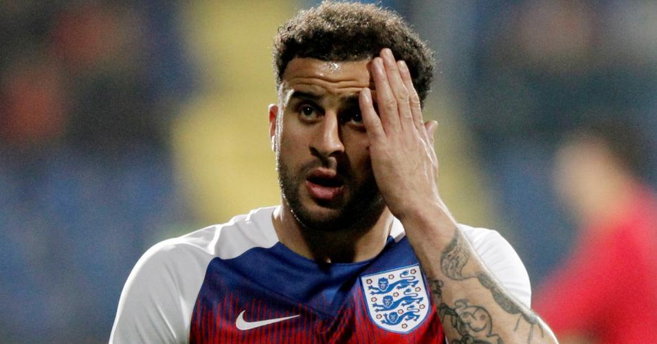 Kyle Walker faz aquecimento antes de jogo entre Inglaterra e Montenegro