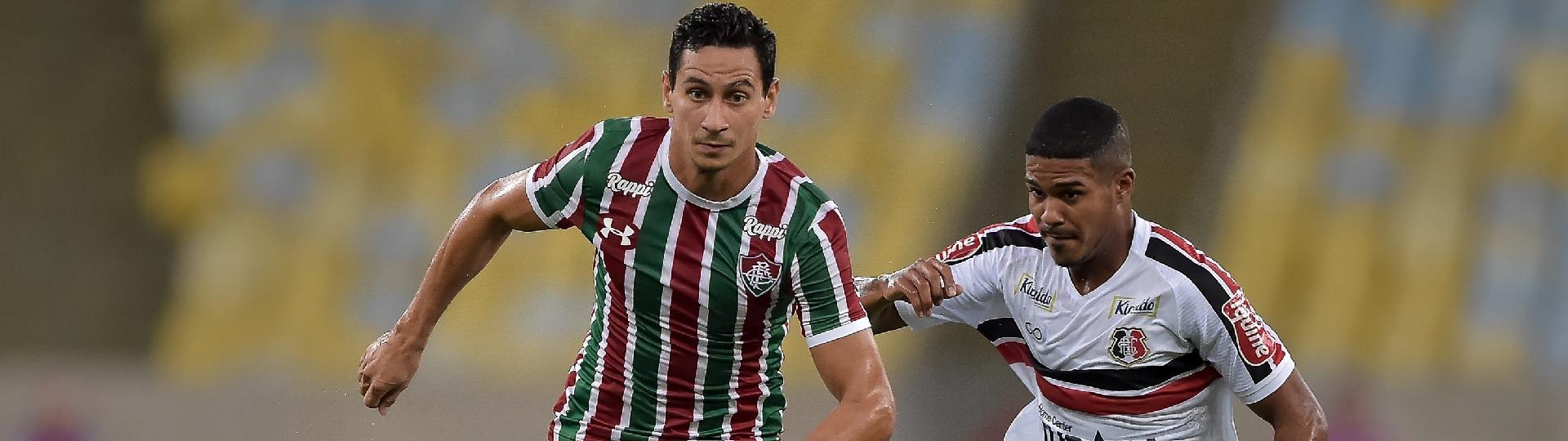 PH Ganso, do Fluminense, disputa lance com Carlos Renato, do Santa Cruz, durante partida pela Copa do Brasil 2019