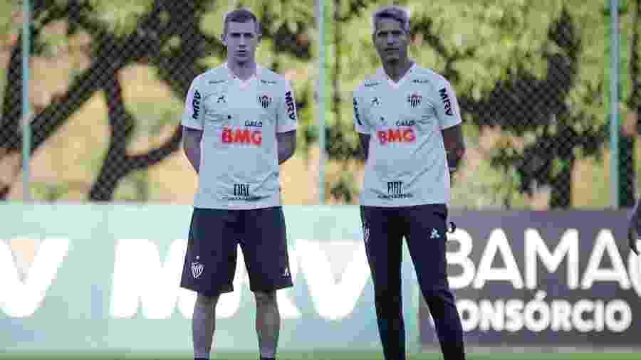 Adilson (e), novo auxiliar do Atlético-MG ao lado do técnico Rodrigo Santana - Bruno Cantini/Atlético-MG
