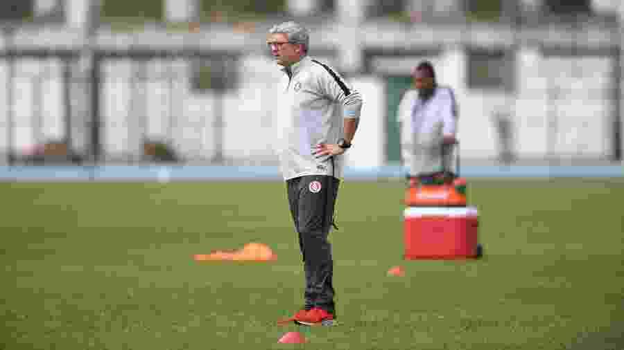 Odair Hellmann monta o time para buscar a primeira vitória fora de casa no Brasileirão - Ricardo Duarte/Inter